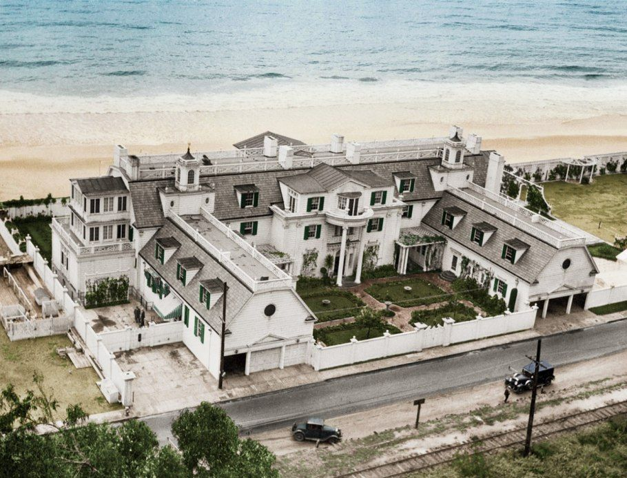 Marion Davies S Santa Monica Beach House Around 1930 Only The Pool And Guesthouse Survive As Part Of A State Park Vanity Fair
