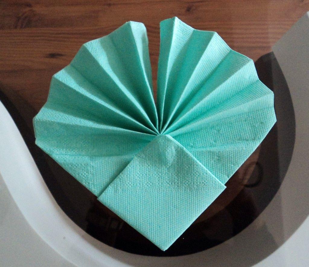 Pliage De Serviette Original serviette en forme de coquillage pliage pas à pas en images