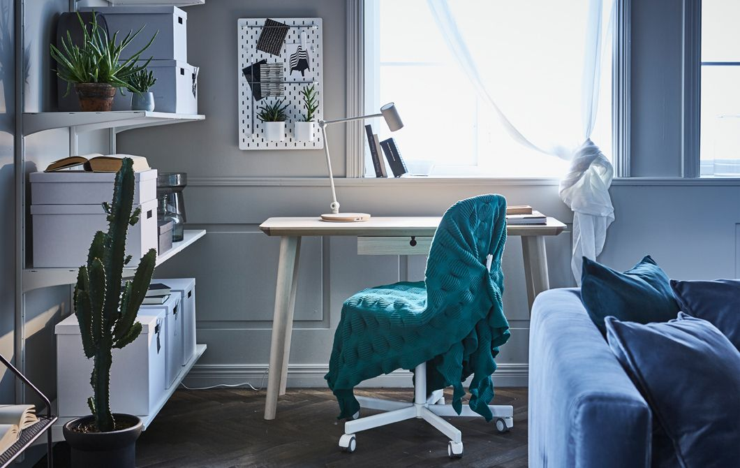 Aménagez un coin bureau moderne dans votre salon avec du mobilier