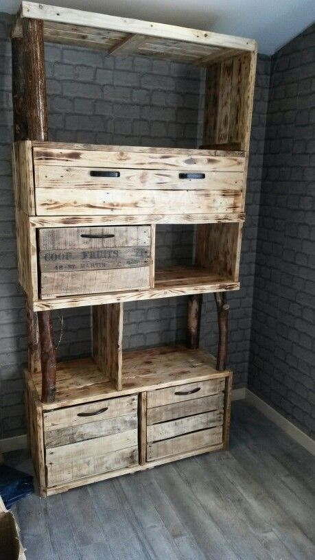 meuble etagere avec casier de rangement en palette et caisse a pomme. Black Bedroom Furniture Sets. Home Design Ideas