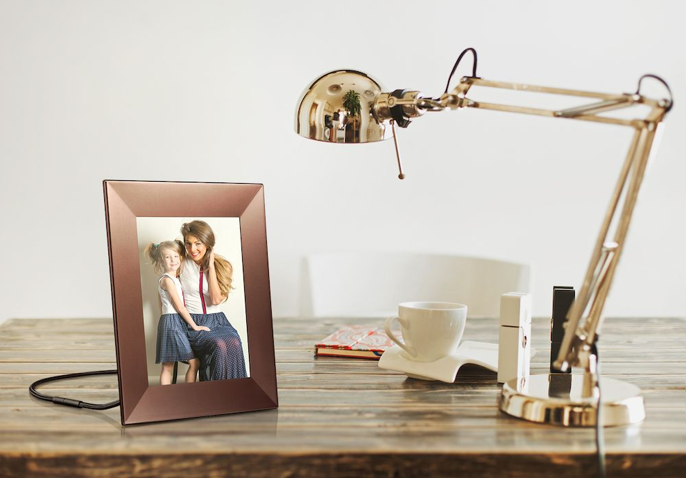 Wifi photo frame - Best gifts to give anyone needing inspiration ...