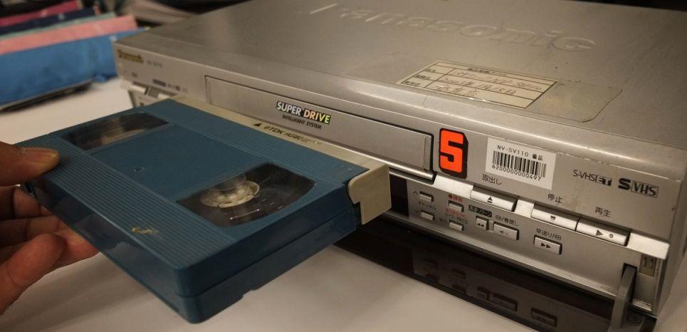 Il existe, en effet, un format supérieur du Divx ou de l'AVI, on le  surnomme HD. Ce n'est pas du tout approprié de transformer un VHS en format  Divx Hd ...