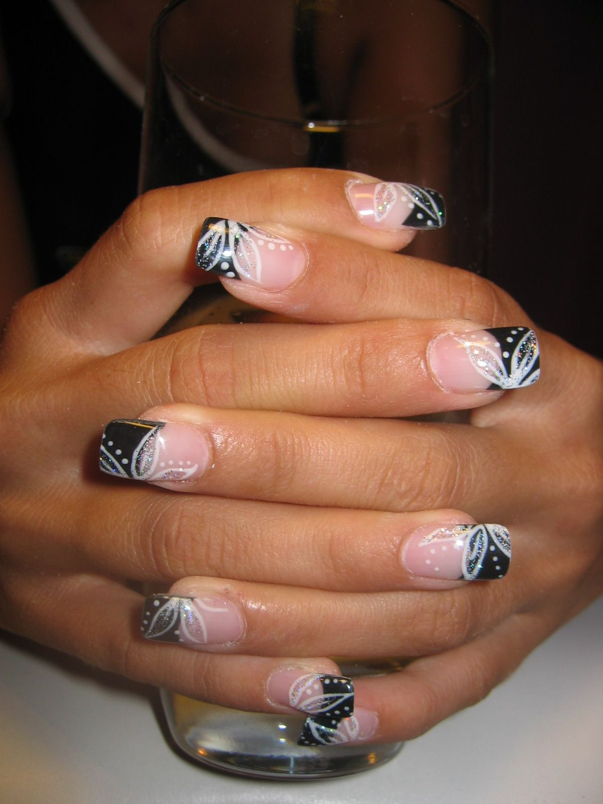 Black And White Flowers Nail Art Designs