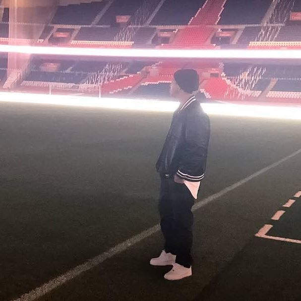 Ronaldo de Assis Moreira @ronaldinhooficial: Emocionante relembrar os tempos de @psg!!