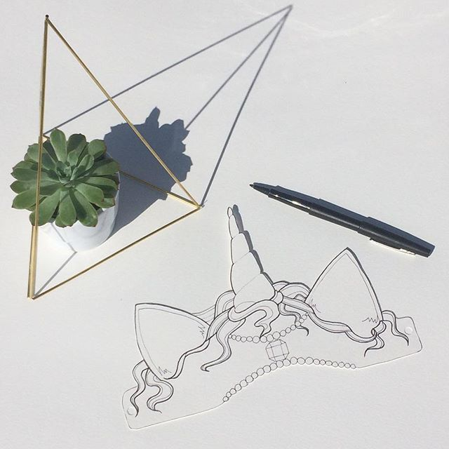 Couronne à colorier pour une licorne. Inspiration : @mariellebazard 😉+ diy himmeli @lesboitesdelasardine 😜#himmeli #diy #diydecor #acolorier #unicorn #scandinaviandesign #papercraft