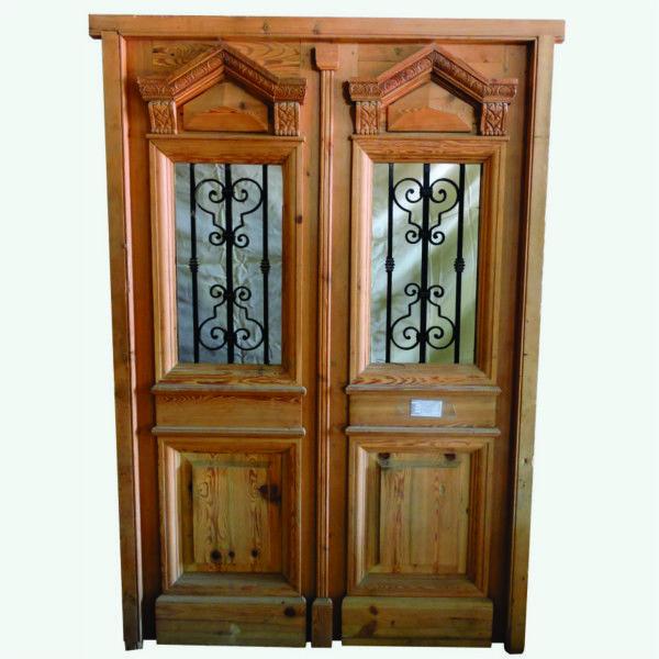 Puerta de entrada cod 2568 puerta para frente de madera for Puertas de madera y hierro antiguas