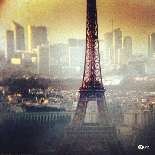Photo taken by qorz via Instagram.  #eiffeltower #latoureiffel #paris #france