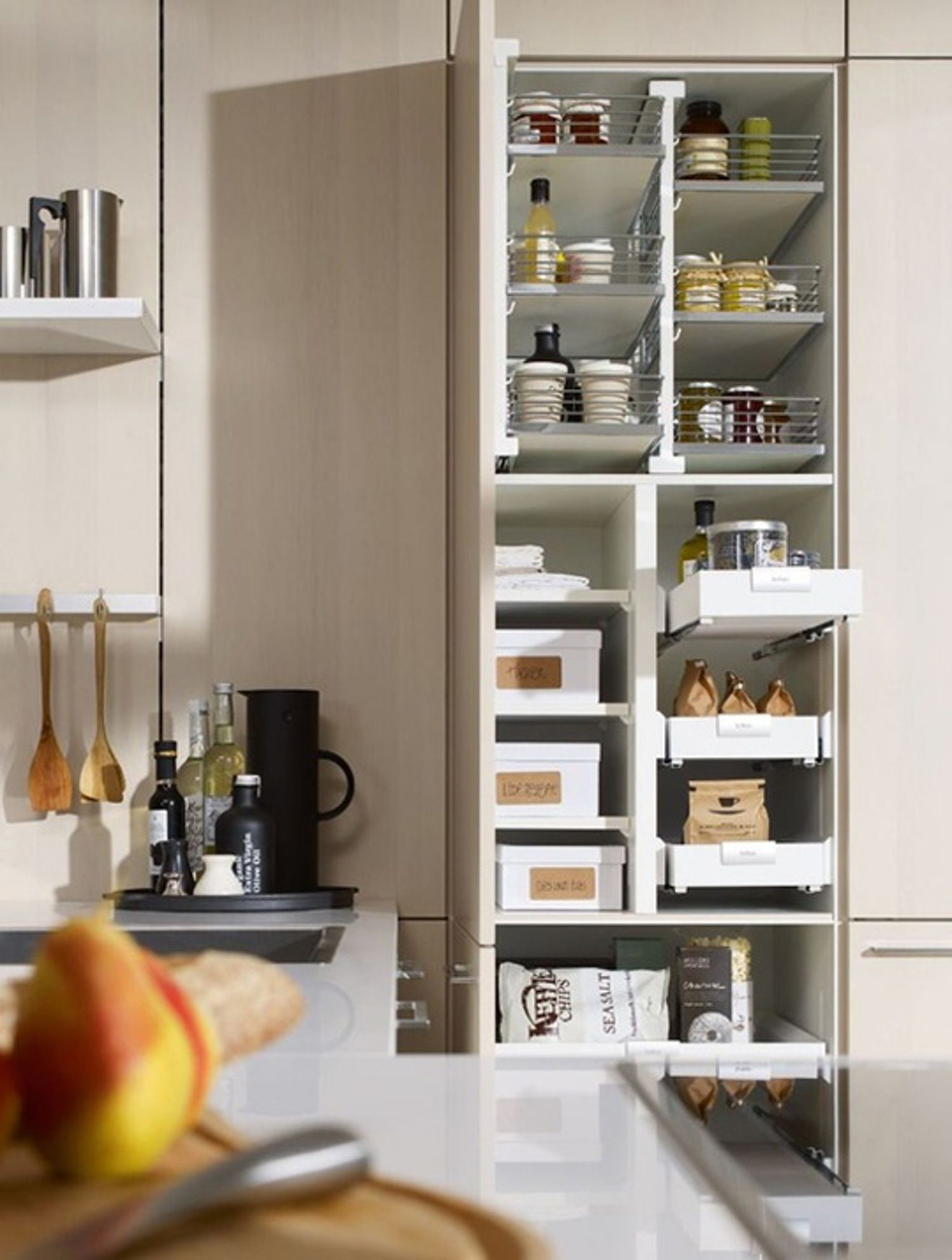 8 Sources For Pull Out Kitchen Cabinet Shelves Organizers And Sliding Drawers Kuchentrends Moderne Kuchenideen Schmale Kuche