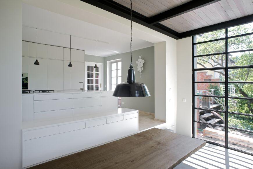 Küche mit Kochinsel in weiß - Anbau Esszimmer, Küche an Siedlerhaus - küche ohne oberschränke
