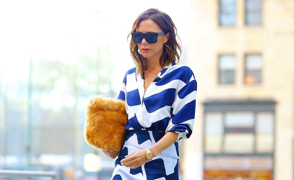 Gesichtet mit Teddyfell-Bag: Victoria Beckham mit Flausch-Tasche aus ihrer eigenen Kollektion.