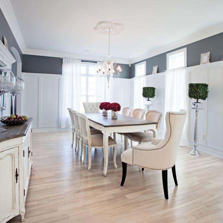 Sala da pranzo elegante e raffinata con mobili in legno di stile ...