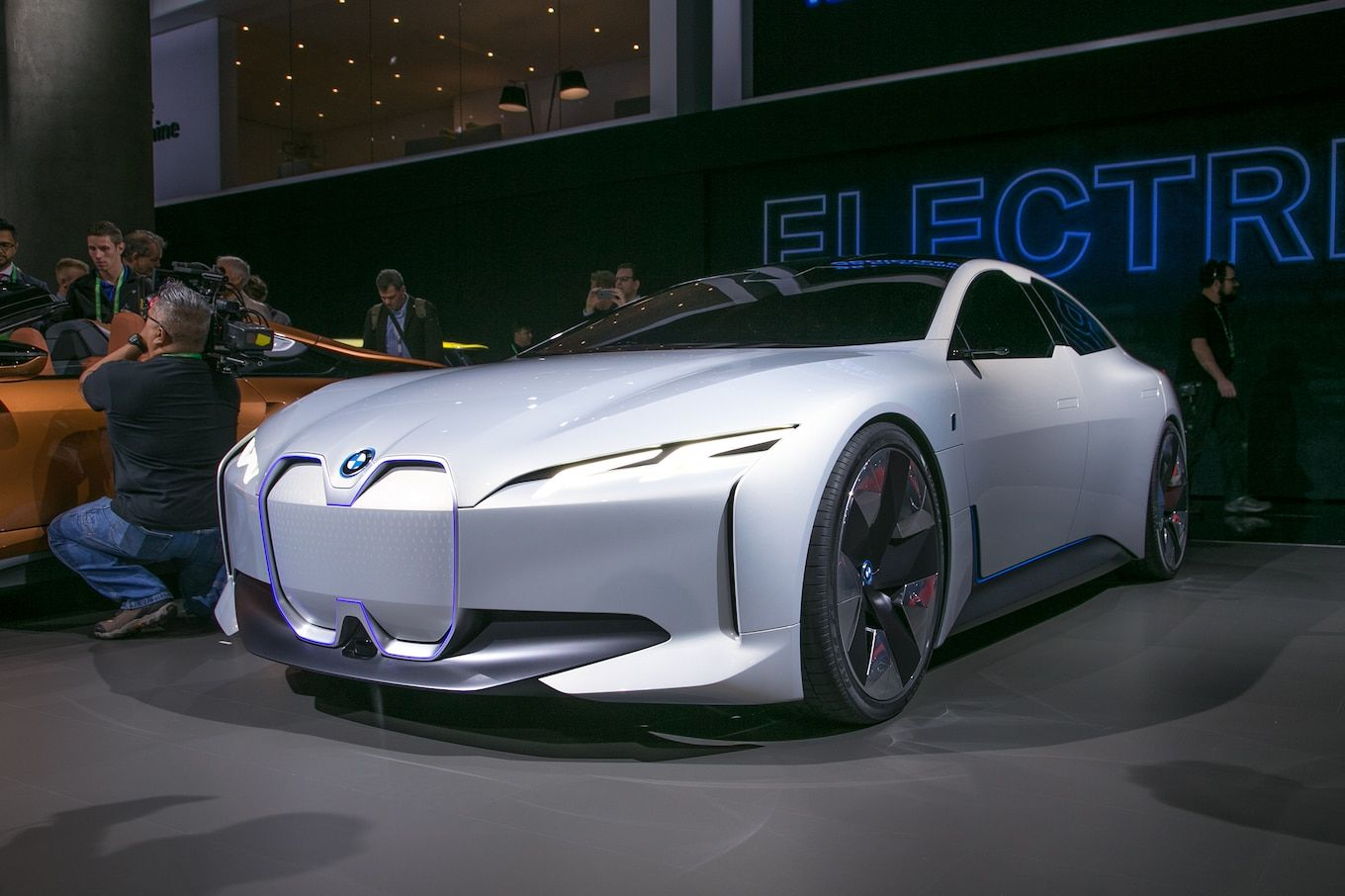 By 2021 Bmw Promises It Will Have The Technology To Offer Evs With A 435 Mile Range As Well Plug In Hybrids All Electric Ranges Of 62 Miles