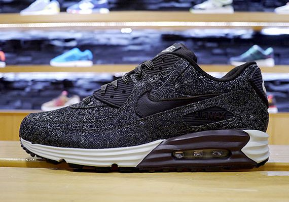 Another Look at the Nike Air Max Lunar90