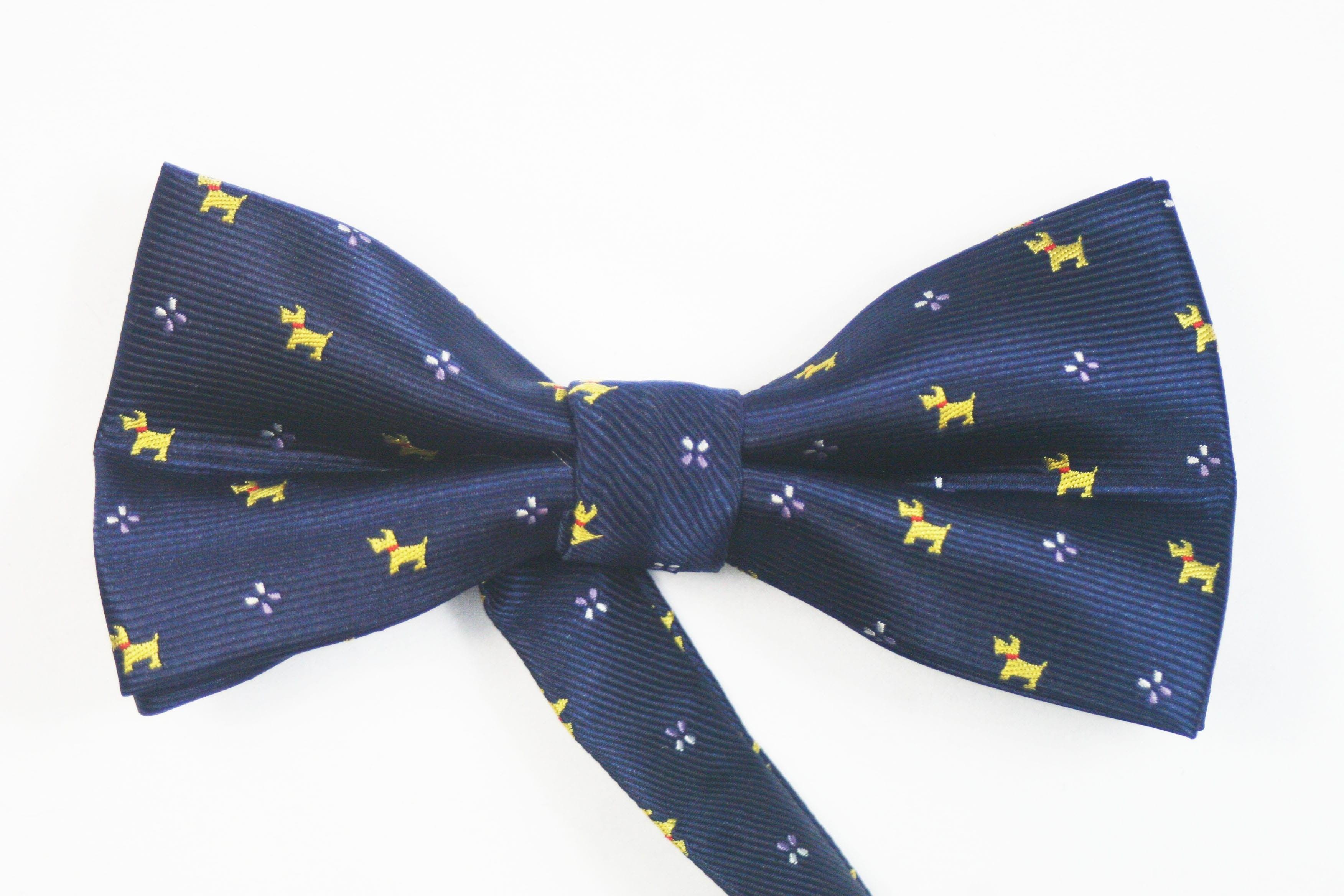 pajarita  azul perritos https://www.corbatasygemelos.es/pajaritas-hombre/788-pajaritas-azul-marino-perritos.html
