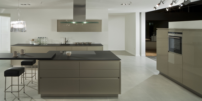 German Pronorm Yline handleless kitchen in Cubanite Gloss