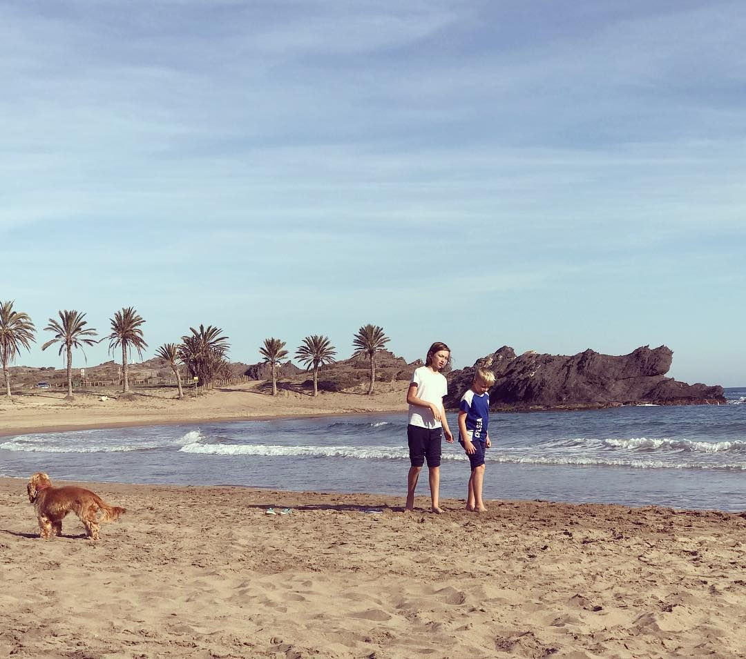 Fiesta de Andalusia! Playa... playa..! #slowbeach #slowtravel #slowholidays #ecoholidays #upcyclingproject #spain🇪🇸 #andalucia #fiestadeandalucia #playa #beach #paraiso #paradise #happykids #familytime #ecocasa #upcyclinglife