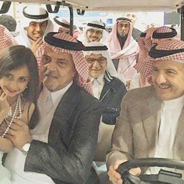 صاحب السمو الملكي الأمير سعود الفيصل وزير الخارجية وصاحب السمو الملكي الأمير سلطان بن سلمان بن عبد العزيز أثناء جو Saudi Arabia Culture Arabian Art King Faisal