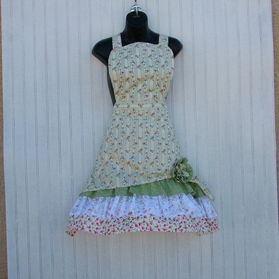 Womans Floral Stripe Apron with Lace and di KozyKitchens su Etsy