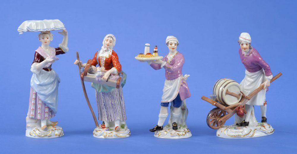 Vier Figuren ,,Cris de Paris´´ Meissen 20. Jhdt. Bunt staffiert und ziervergoldet. Schwertermark — Porzellan