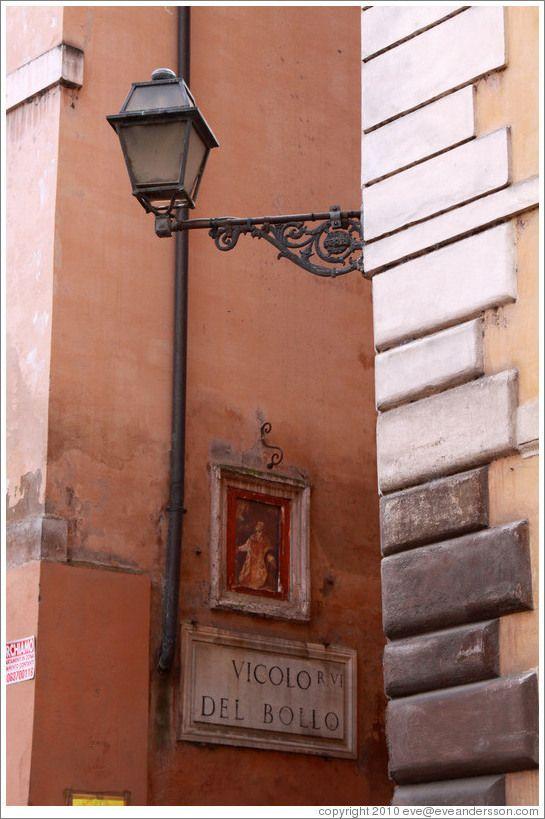 Corner of Via del Pellegrino and Vicolo del Bollo.