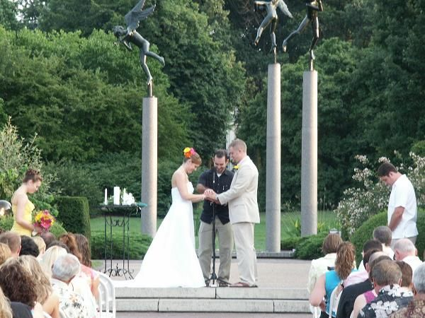 Wedding Ceremony At The Gladney Rose Garden At The Missouri Botanical Garden .
