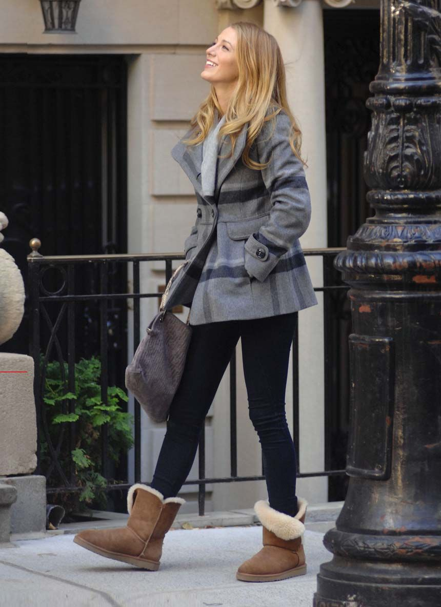 Blake Lively Ugg boots in chesnut