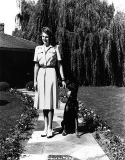 0 Rita Hayworth with her dog