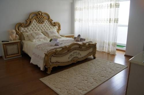 Residenza Della Casta Di Moroldo Bucureşti Set in Bucharest, Residenza Della Casta Di Moroldo offers self-catering accommodation with free WiFi. Residenza Della Casta Di Moroldo features views of the city and is 1.2 km from Palace of the Parliament.