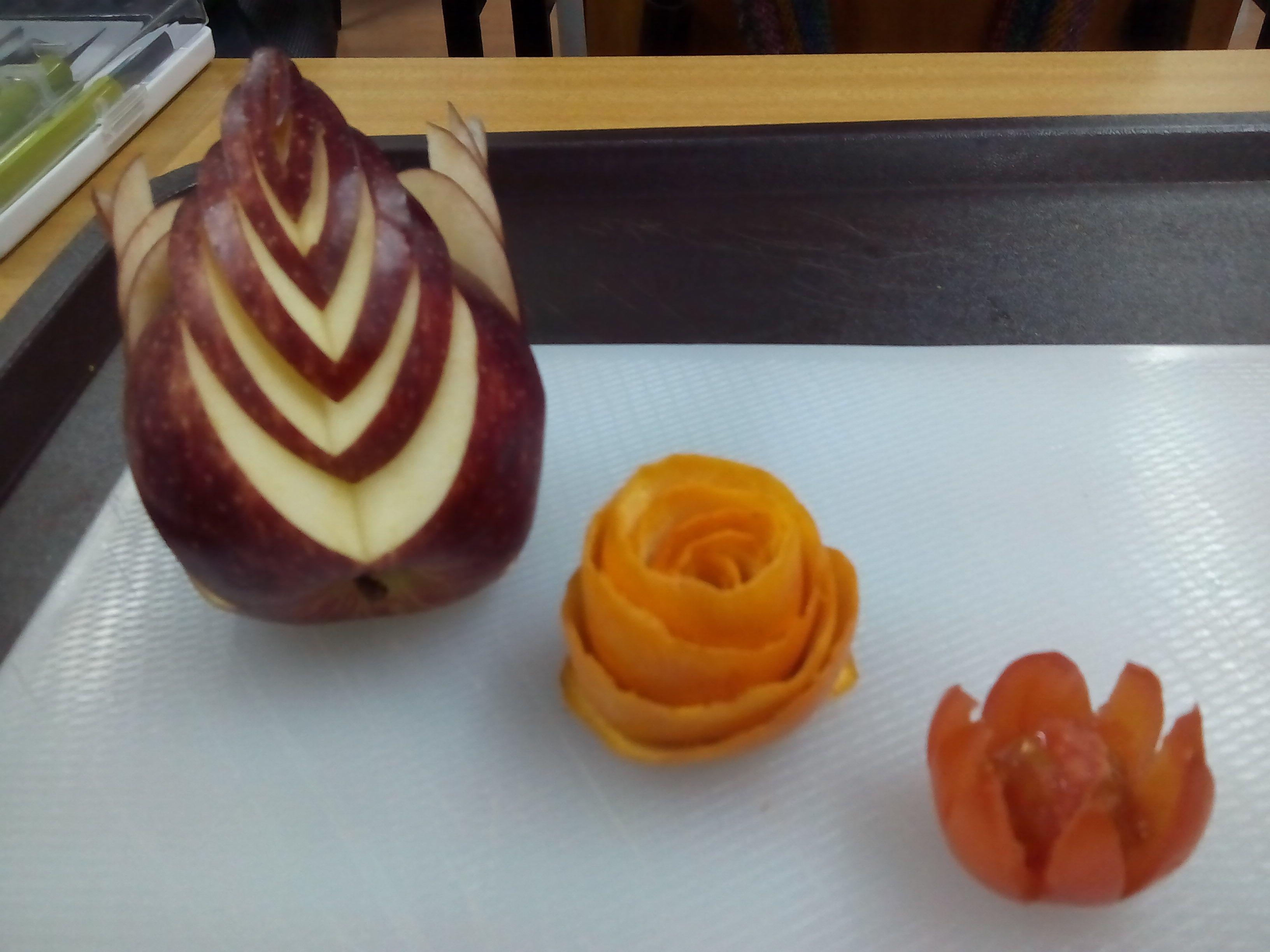 Maçã, laranja e tomate cereja | Decoração de Frutas e Legumes ...