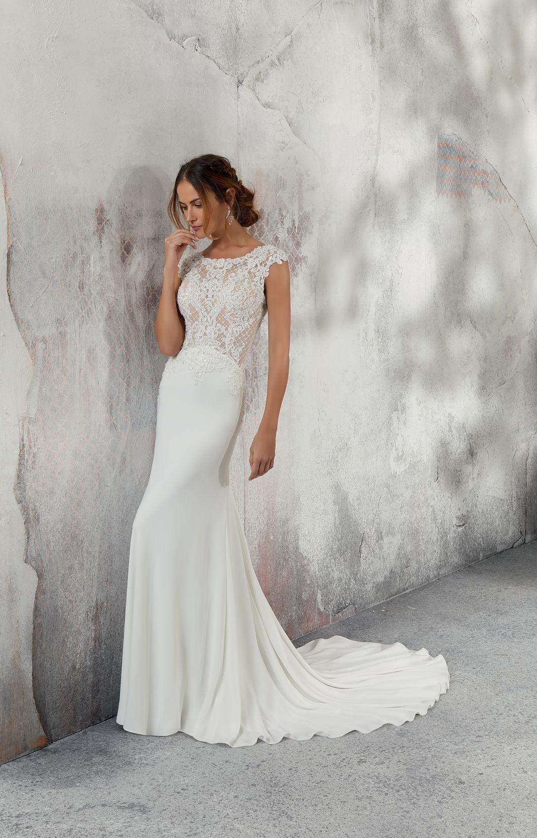 Model 5688 Dopasowana Do Ciala Suknia Slubna Z Krepy Z Wyszukanymi Krysztalkami Na Go Form Fitting Wedding Dress High Neck Wedding Dress Fitted Wedding Dress