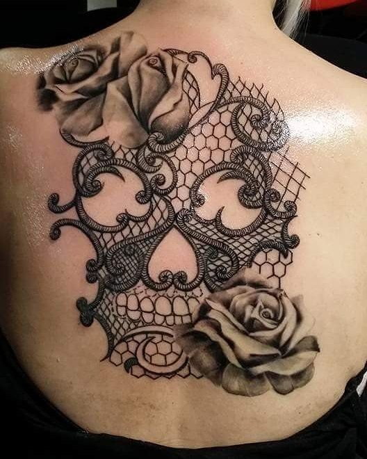 "Photo of Andri Patera Tätowierer auf Instagram: ""#laceskulltattoo #rosestattoo #skulltattoo #blackgreytattoo #womensbacktattoo #andriPatera #andripateratattoostudio"""