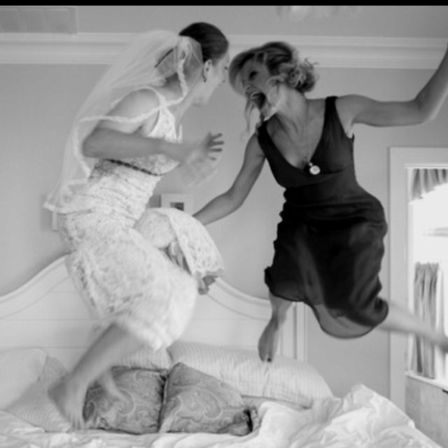 Photo Idea Us Awesome Bride Maid Of Honor Pic Will Definitely Do This When I Shoot My Next Wedding