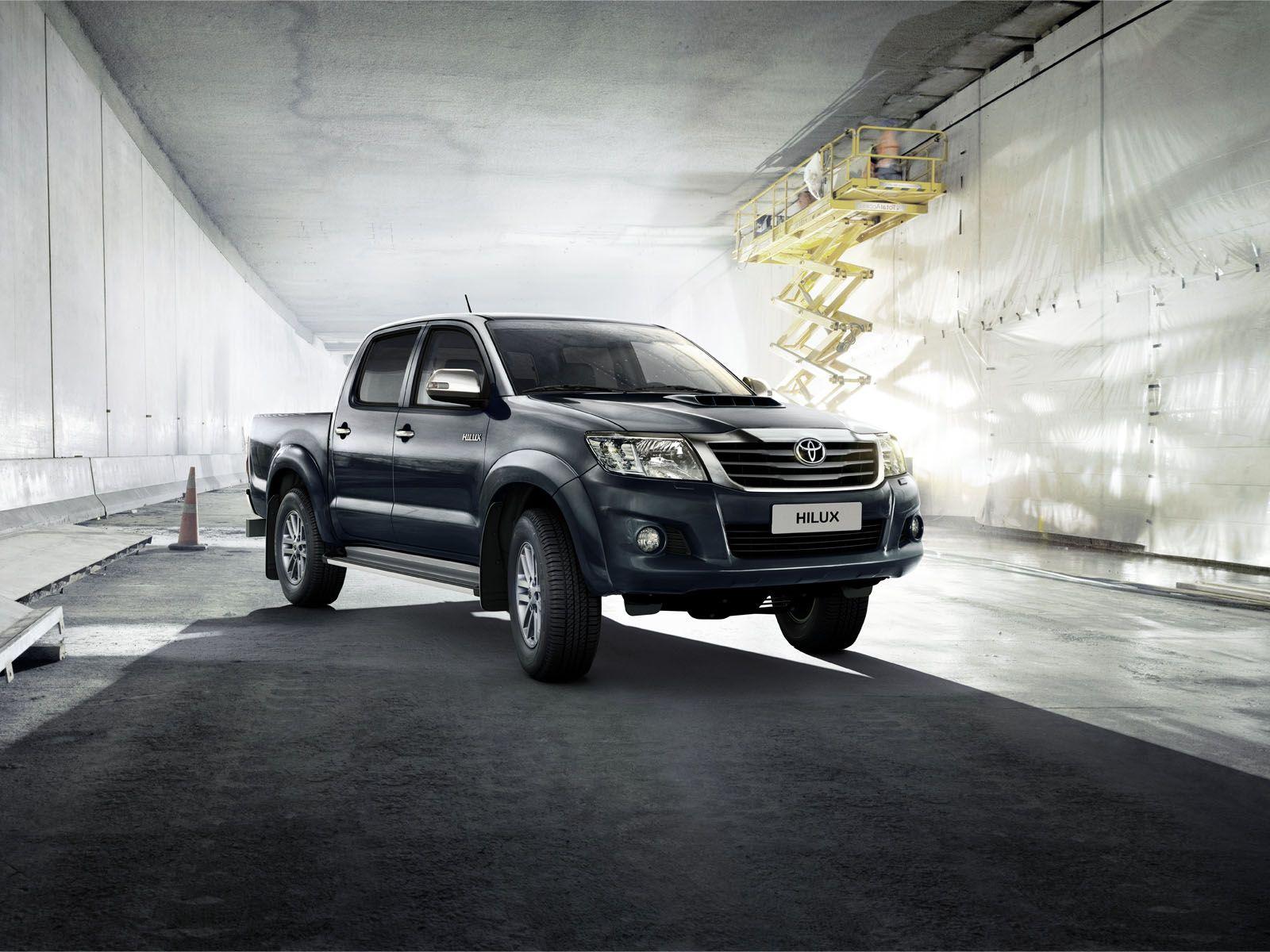 Der er mere overskud til både hverdag og fritid, når du kører Toyota Hilux pickup. Den giver dig frihed til at gøre, hvad du vil. Når du vil. Hvor du vil.