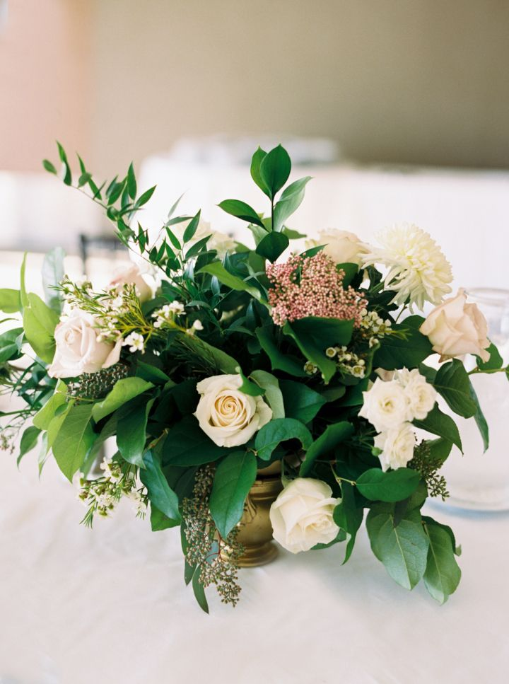 Timeless wedding | neutral wedding centerpieces | fabmood.com #wedding #centerpieces #weddingcenterpieces