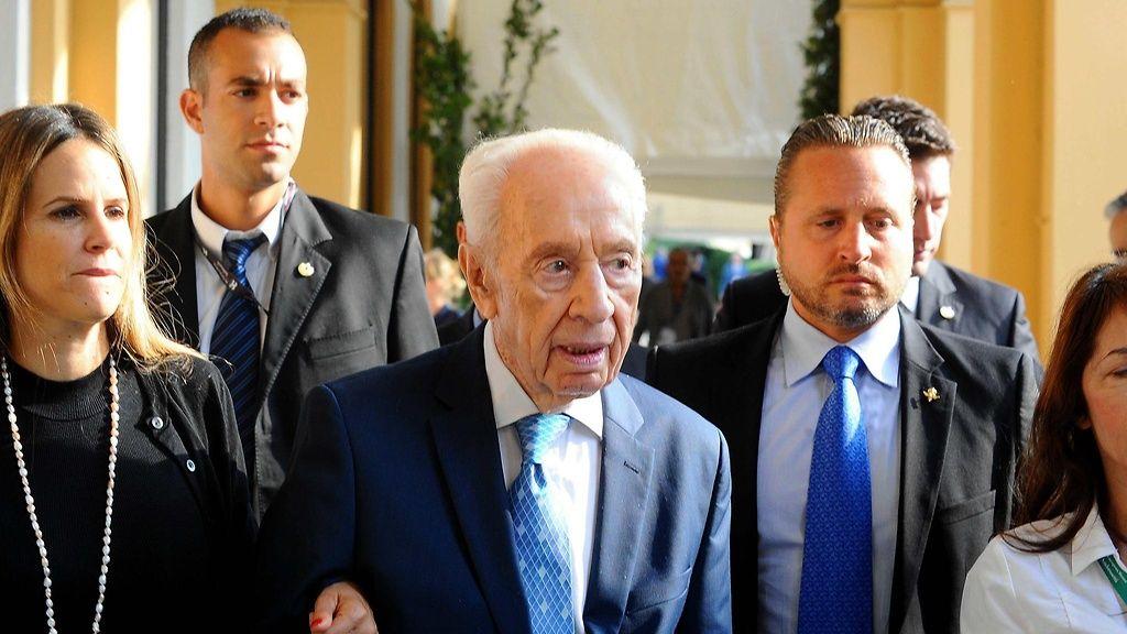 Shimon Peres osallistui vielä syyskuun alussa gala-illalliselle Italian Cernobbiossa. Copyright: © www.splashnews.com/ All Over Press. Kuva: Fotogramma / Splash News.