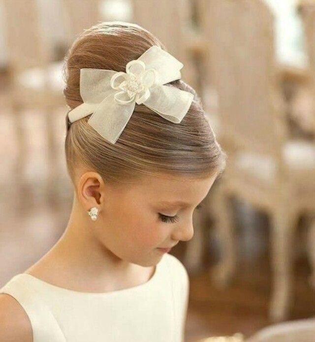 38 Super Cute Little Girl Hairstyles For Wedding Cute Little Girl Hairstyles Little Girl Hairstyles Communion Hairstyles
