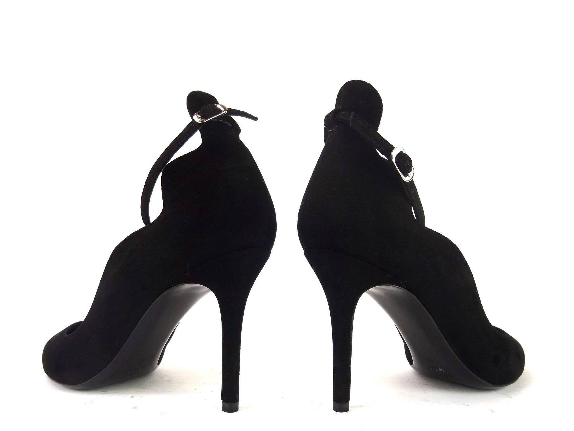 Référence: Ba Escarp Bride T9 en nubuck noir Marque:Ballin Type: Escarpins  Détails: Bride à la cheville Hauteur de talon:9cm Semelle: Cuir à patin de gomme antidérapant
