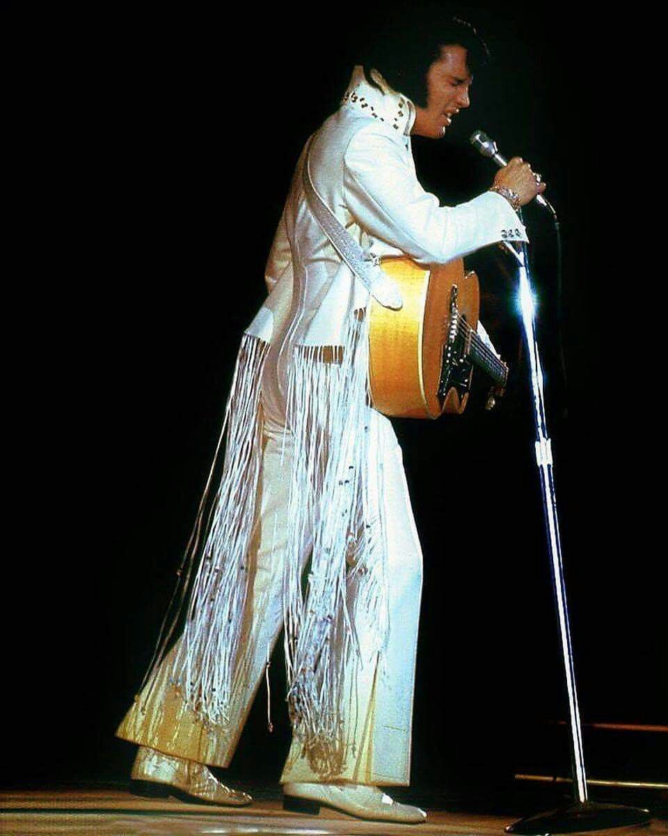 November 14 1970 Elvis In Concert The Forum Los Angeles Tcb With Tlc Elvis Presley Elvis Presley Concerts Elvis Jumpsuits