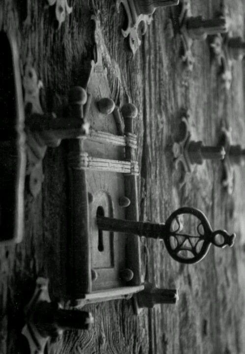 Enter into the fairytale world.... ( hang old keys from
