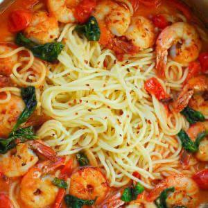 Garlic Shrimp Pasta in Red Wine Tomato Sauce #garlicshrimprecipes