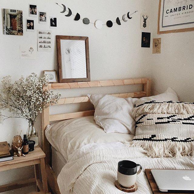 45b3ffce3df pinterest & instagram: @dariasmithyt Quartos Tumblr, Fall Apartment  Decor, Fall Bedroom