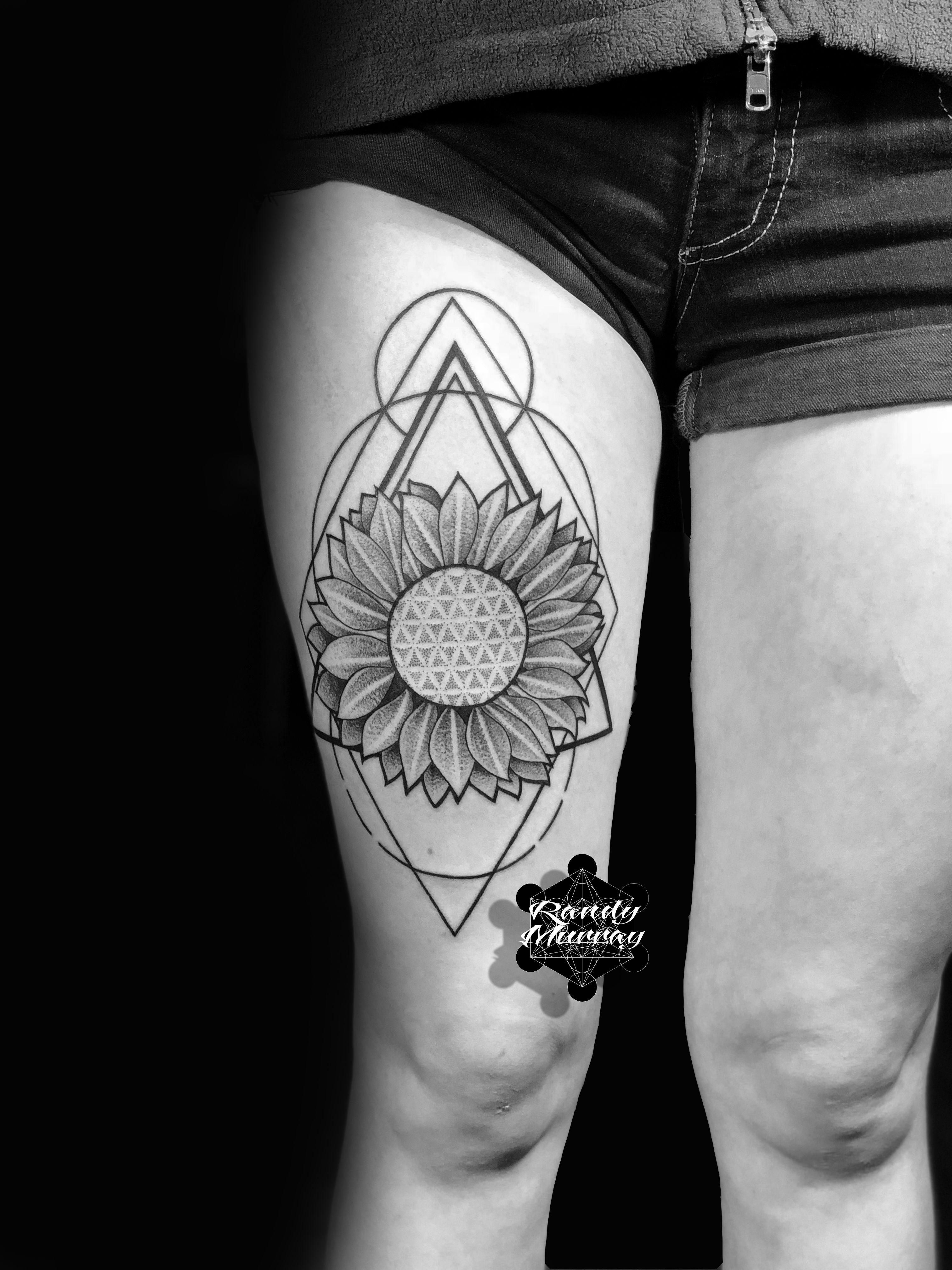 Geometric Blackwork Sunflower Tattoo Blackworktattoo Tattoo Tattoos Dotwork Geometictattoo Randymurrayta Sunflower Tattoo Tattoos Sunflower Tattoo Sleeve
