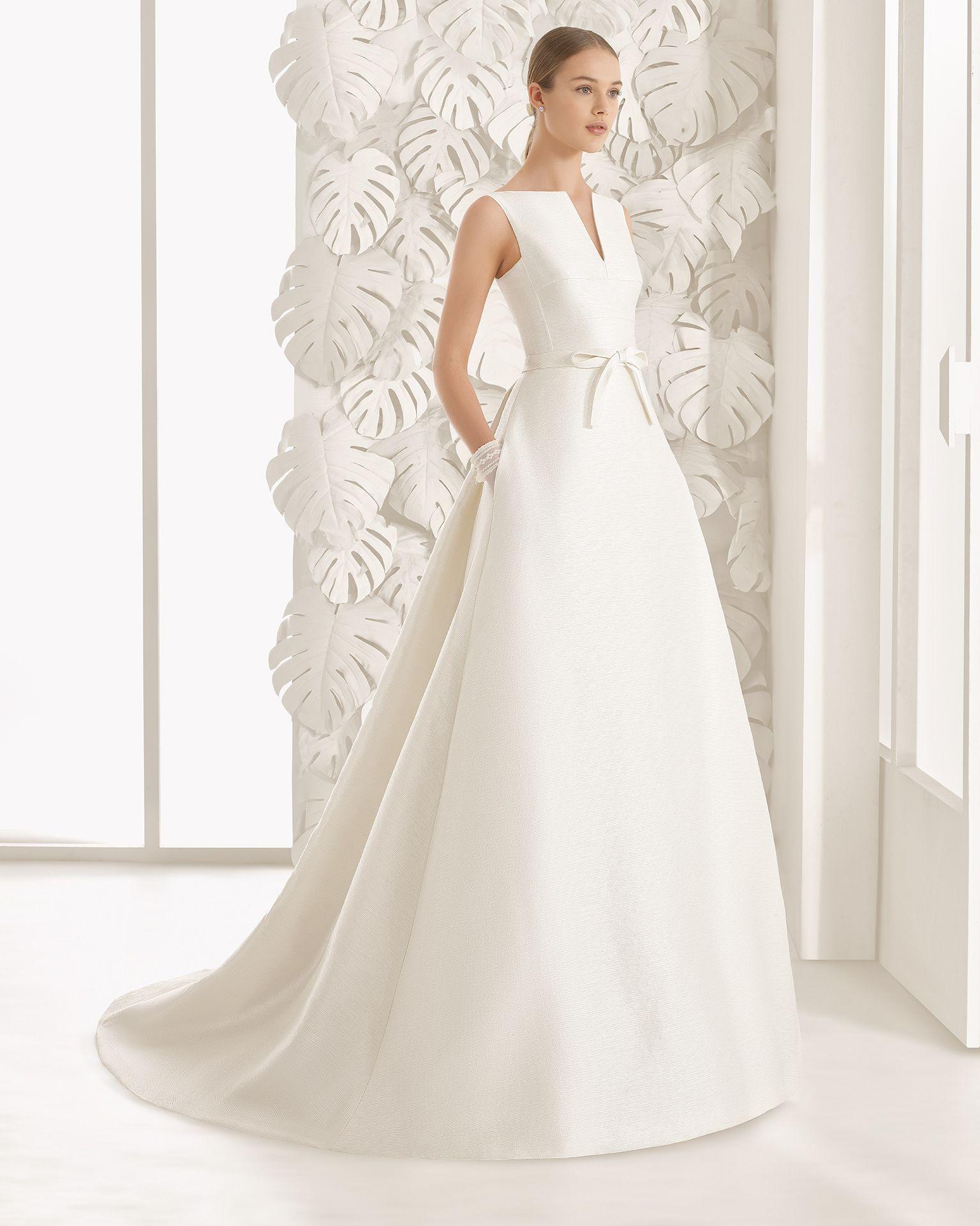 Schlicht einfach, aber dennoch ein elegantes Brautkleid ...
