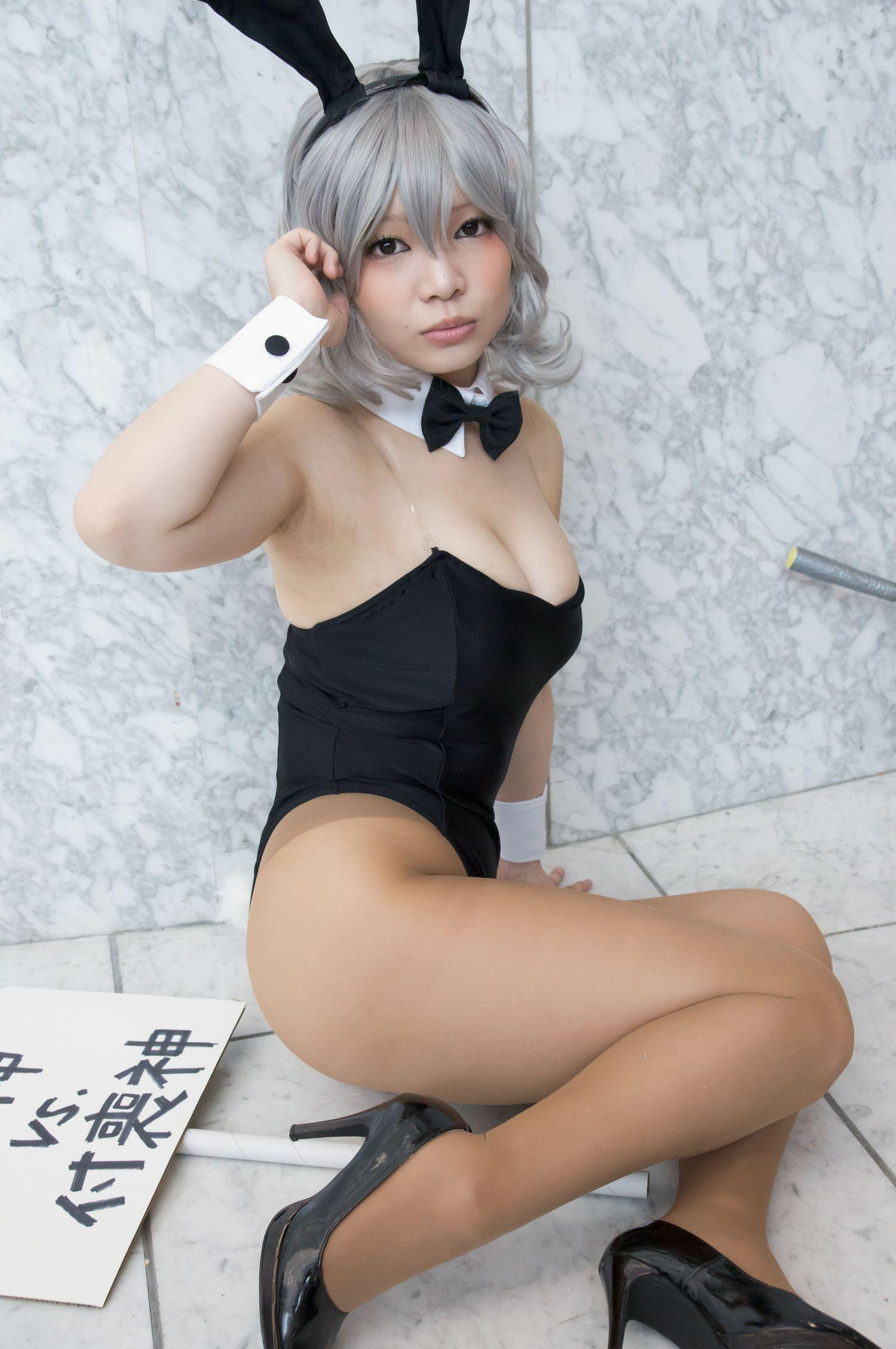 sexy school teacher clevage shots
