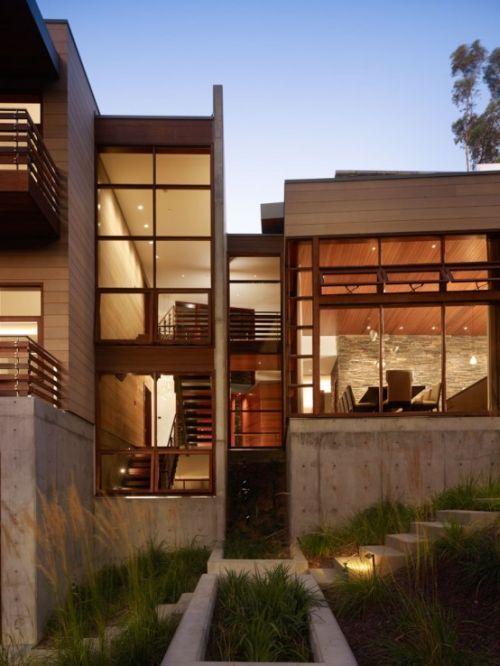 Beautifully Built Irregular Shaped House Photo