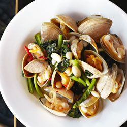 Cloudy bay clams with cavolo nero & cannellini beans