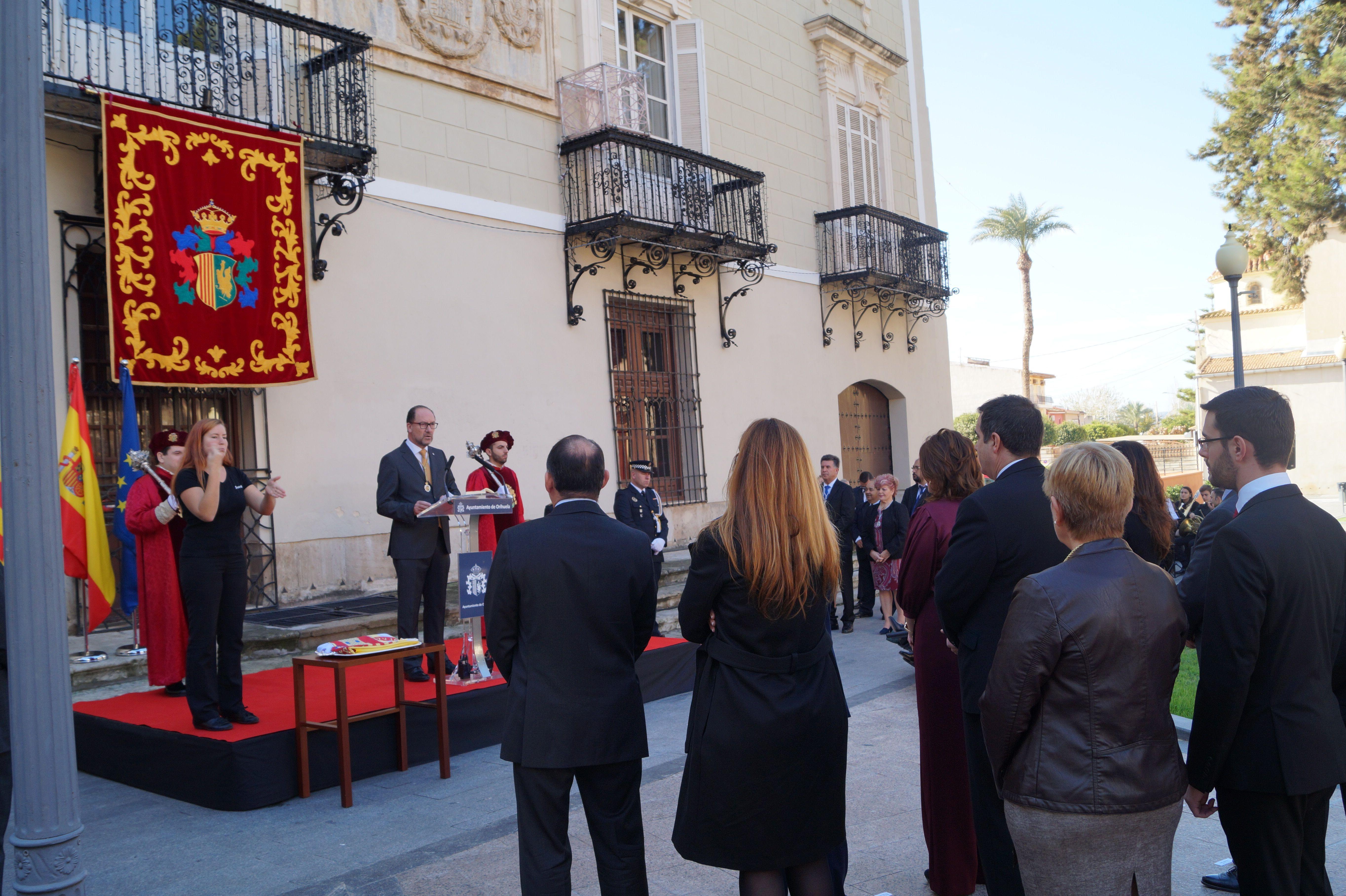 Orihuela recuerda al primer presidente de la Democracia, Adolfo Suárez, en el Día de la Constitución Española - http://www.theleader.info/2016/12/06/orihuela-celebrates-constitution-day/
