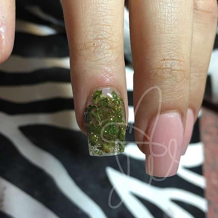 Weed Nail Art Insrer Du Cannabis Dans Ses Faux Ongles Est La