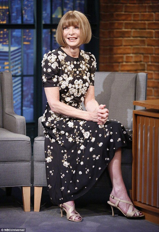 "cool Anna Wintour critica looks do Met Gala 2015 no ""Late Night Show"" com Seth Meyers [Vídeo]"