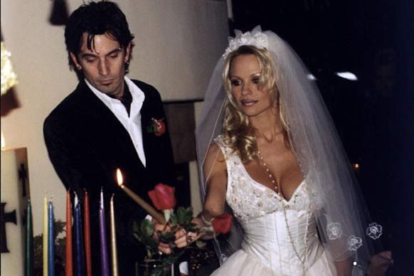 Tommy Lee and Pamela Anderson married in 1995 | Celebrity Weddings ...